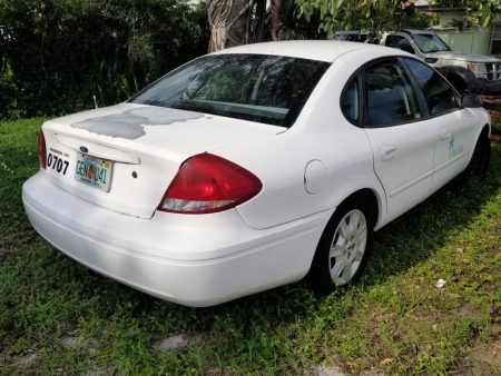 White 2007 Ford Taurus rear passenger side view